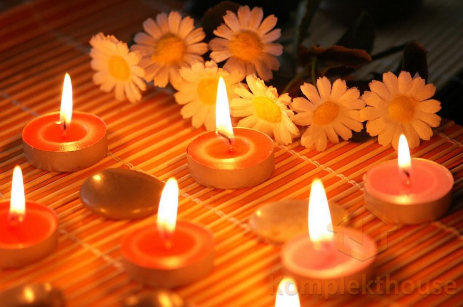 свечи, цветы и галька для ароматерапии лечения - Стоковое фото Elnur #4375256
